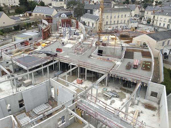 Vue aérienne du chantier d'EGDC pour la construction d'un EHPAD à Saumur