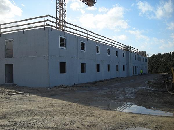 100 EVATS dans la caserne de Fontevraud en cours de construction