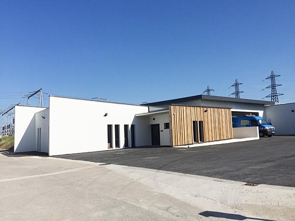 Vue d'ensemble sur les nouveaux bâtiments du poste chevrier réalisés par EGDC