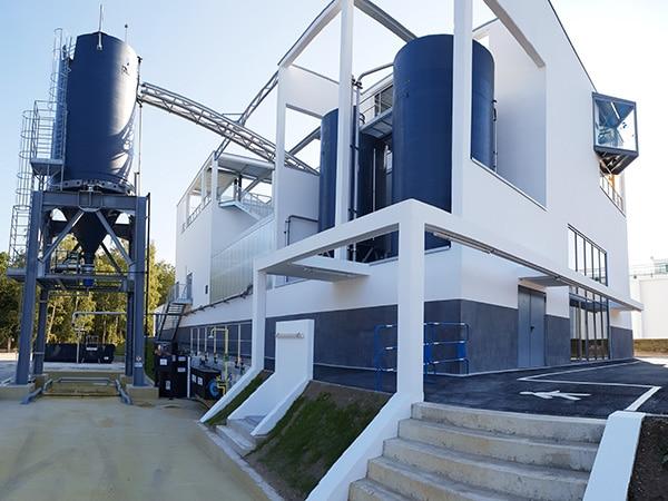 Vue panoramique sur l'unité de décarbonatation construite par EGDC en tant qu'entreprise générale